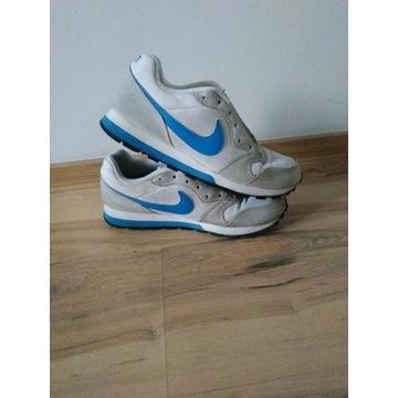 Nike buty uniseks rozmiar 41 długość wkładki 26cm.