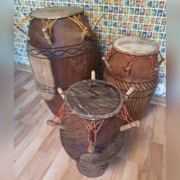 Bębny Djembe Ghana z lokalnego drewna i skóry