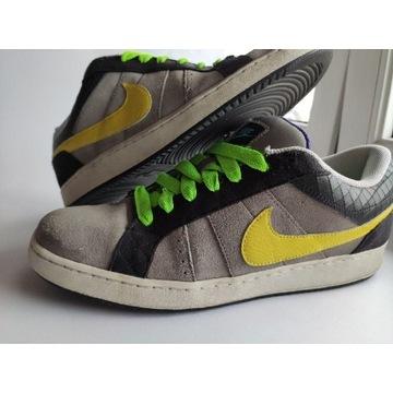 Nike Isolate Rozmiar 46