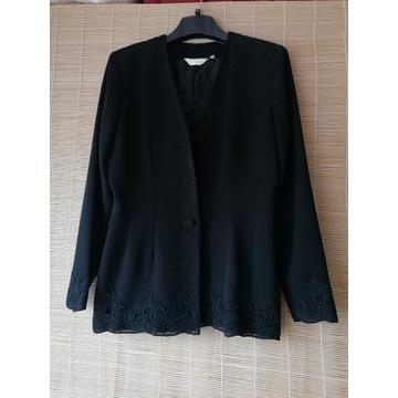 Przepiekny czarny kostium z gipiura  40