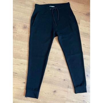 Spodnie dresowe ZARA czarne rozmiar M nowa kol.