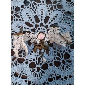 NASZYJNIK choker koronka beżowa z perłą