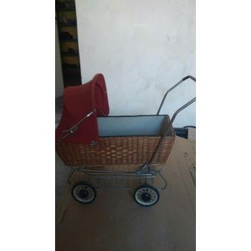 Stary wózek dla lalek.