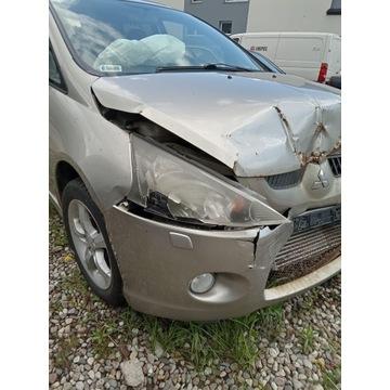 Mitsubishi Grandis uszkodzony