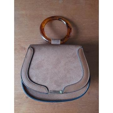 Brązowa torebka z paskiem i rączką Primark