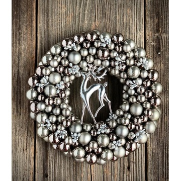 Piękny wianek z bombek z reniferem święta Boże Nar