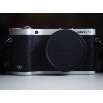 Samsung NX300 body + Photoshop lightroom stan bdb