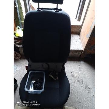 Fotel kierowcy podgrzewany z pasami