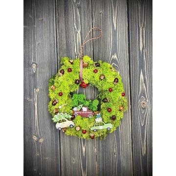 Piękny świąteczny wianek z mchu Dostawa choinek