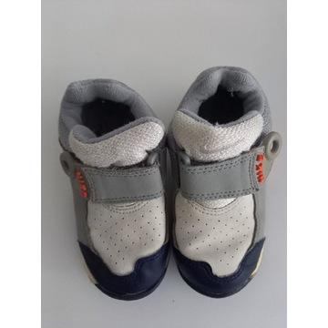 Buty dziecięce Nike rozmiar 25