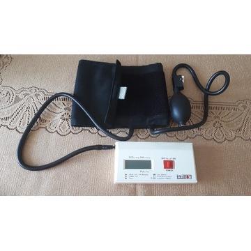 Japoński ciśnieniomierz elektroniczny z pompką