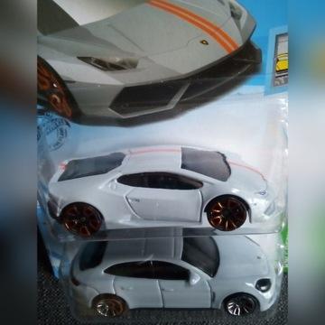 Hot Wheels Porsche Panamera / Lamborghini