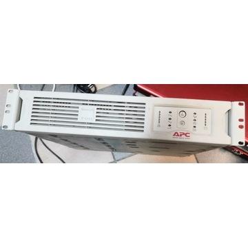 APC Smart-UPS 700VA 4xAKU SINUS SU700RMI2U