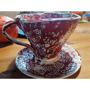 Filiżanka ceramiczna z talerzykiem.