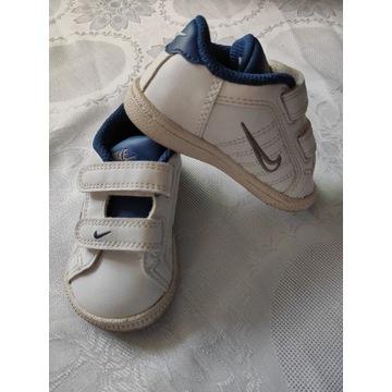 Buciki Nike r. 19