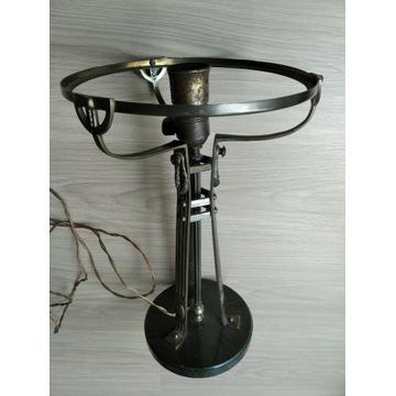 Lampa elektryczna o wyglądzie naftowej