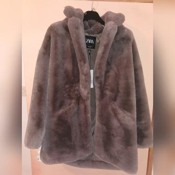 Płaszcz ze sztucznego futerka
