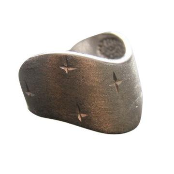 Ładny srebrny pierścionek pr. 925!