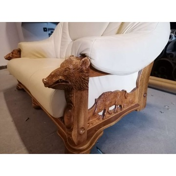 Sofa z elementami rzeźbionymi