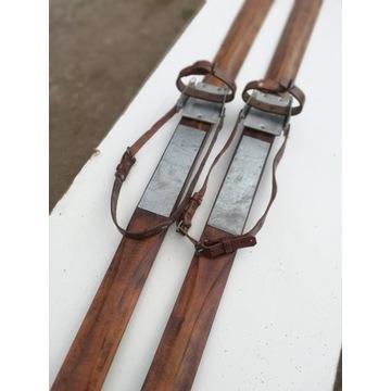 Stare drewniane narty