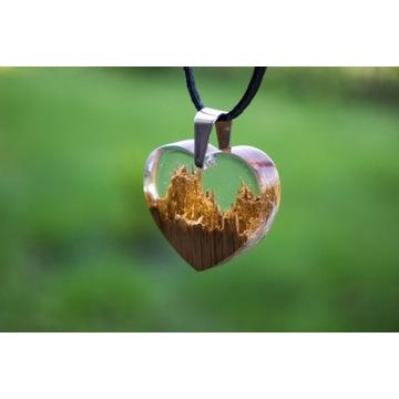 Serduszko, serce z żywicy epoksydowej i drewna.