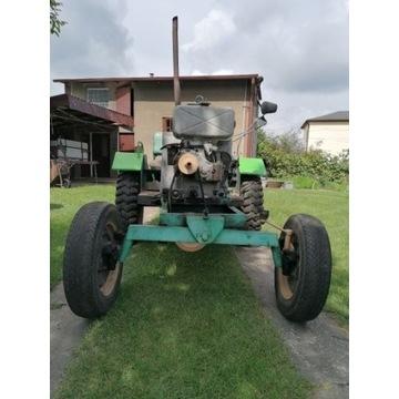 Ciągnik rolniczo-ogrodniczy z przyczepą jednoosiow