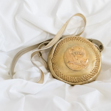 Torebka Lily Farouche kolor złoty.
