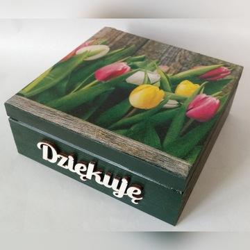 Drewniana szkatułka z tulipanami