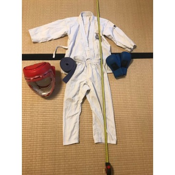 Stroj Karate Gi + kask i rekawice + pas