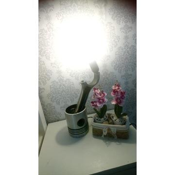 Lampka lampa z tloka