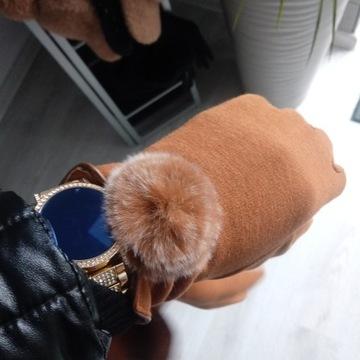 Rękawiczki z pomponem camel
