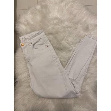 Białe spodnie z wysokim stanem S