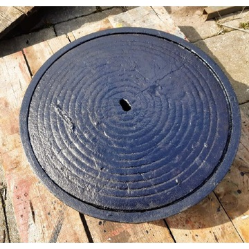 Wpust żeliwny 5 ton z wkładem styropianowym