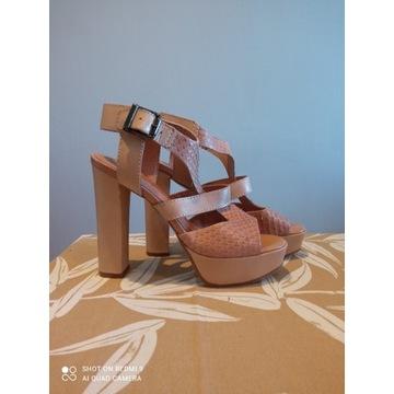 Piękne, skórzane, wysokie sandały firmy VENEZIA
