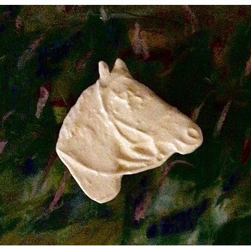 Ceramiczna broszka głowa konia