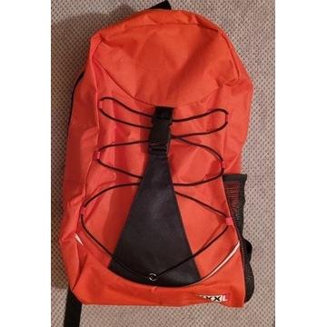 Nowy czerwony plecak z jedną kieszonką