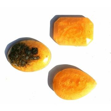 OKAZJA Zetaw wisiorków kolor złoty żywica epoksyd