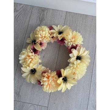 Wieniec stroik z kwiatów sztucznych