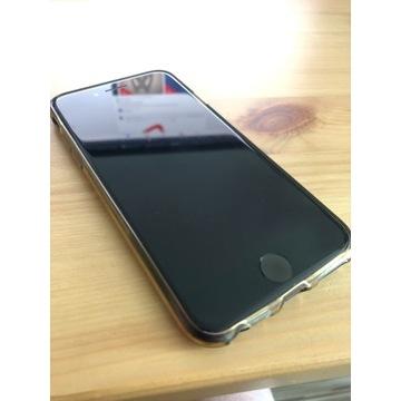 iPhone 7 128 GB czarny + trzy etui