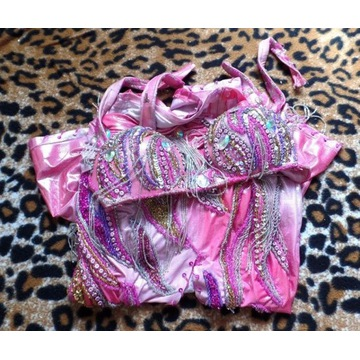 Zmysłowy, cieniowany różowy kostium do belly dance