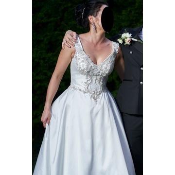 Suknia ślubna (srebrny haft na gorsecie)