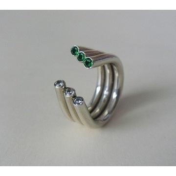 EFEKTOWNY pierścionek z cyrkoniami DESIGN