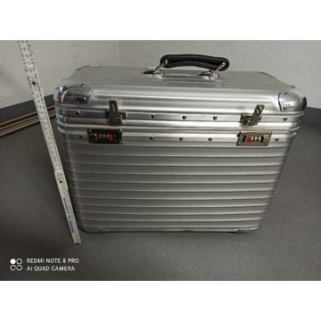 Porządna walizka na kółkach