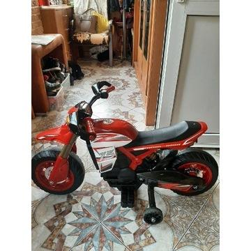 Motorek czerwony ładowany prądem  brak typu