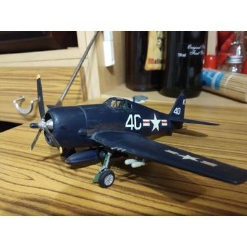 Sklejony model samolotu wojskowego Helkat.