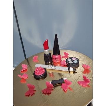 Kosmetyki z masy cukrowej na tort plus motylki