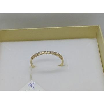 Subtelniutki pierścionek złoty z brylantami