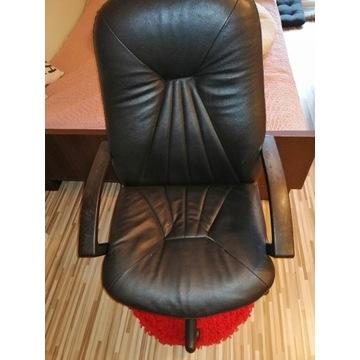 Fotel biurowy obrotowy skórzany