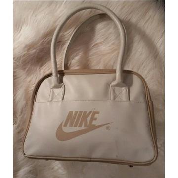 Beżowa torebka Nike
