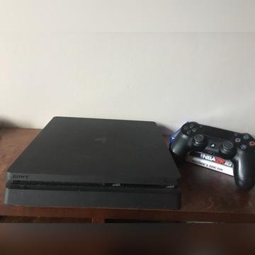 Konsola PS4 + 3 gry